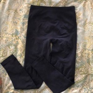 Lululemon 7/8 length legging dark blue